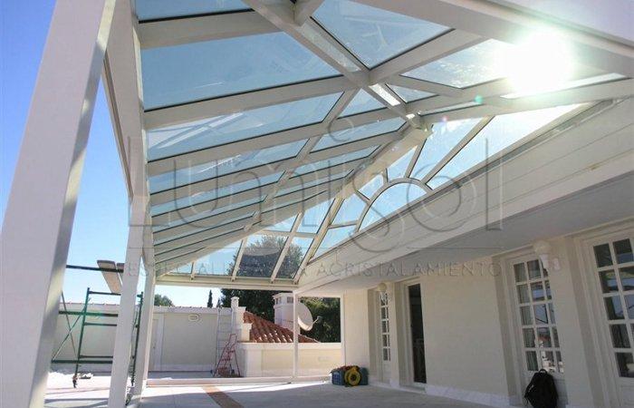Cerramientos de terrazas locales y ticos en malaga lumisol for Diferentes tipos de techos para terrazas